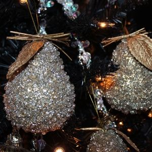 Accessories - NWT 12 Days of Christmas - Pear Tree - Gold Beads